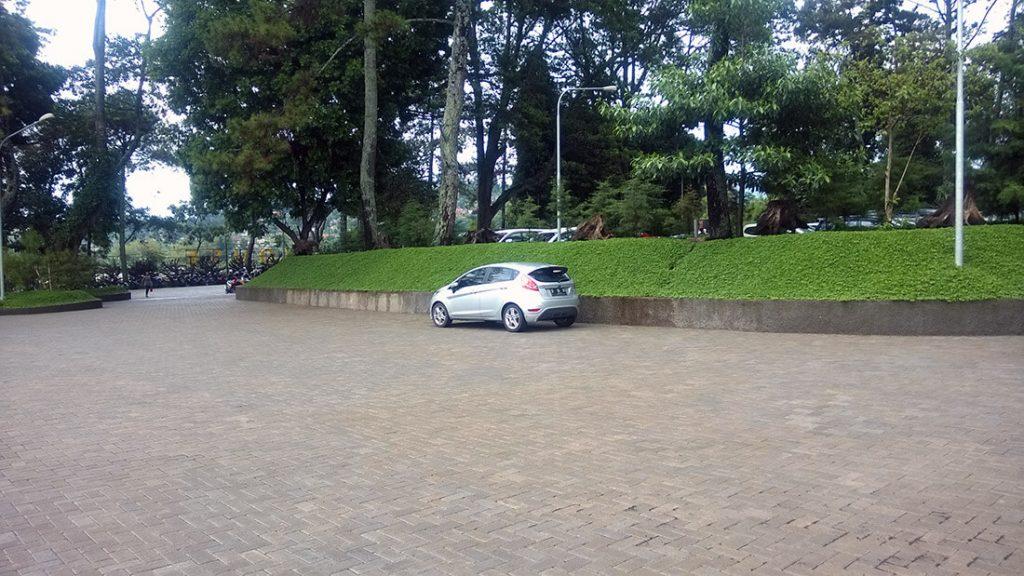 Tempat Parkir Farmhouse Lembang